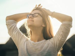 how to stop worrying to be happier featured